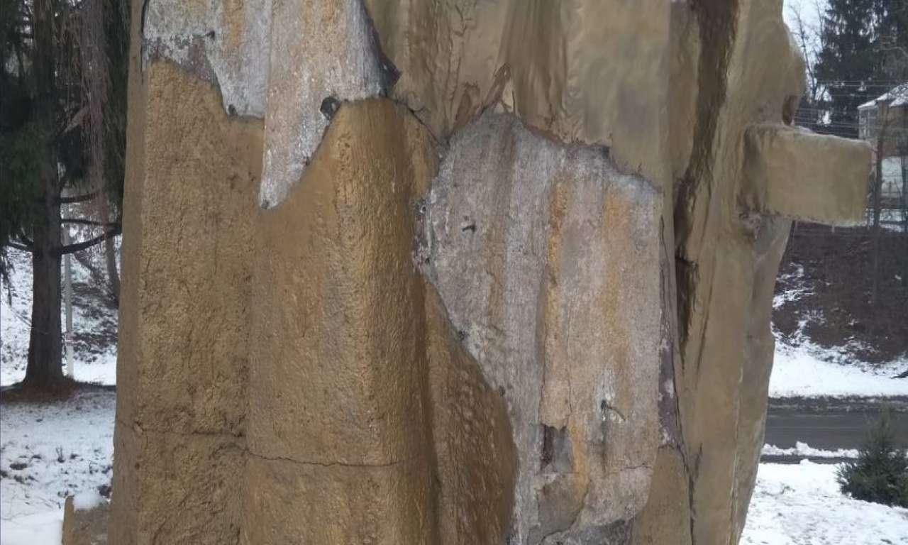 З пам'ятника на Пагорбі Слави у Городищі зідрали мідну обшивку