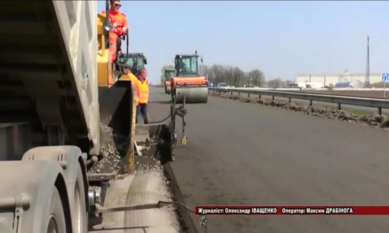 Зменшувати обсяги ямкового ремонту доріг пропонує Володимир Гройсман (ВІДЕО)