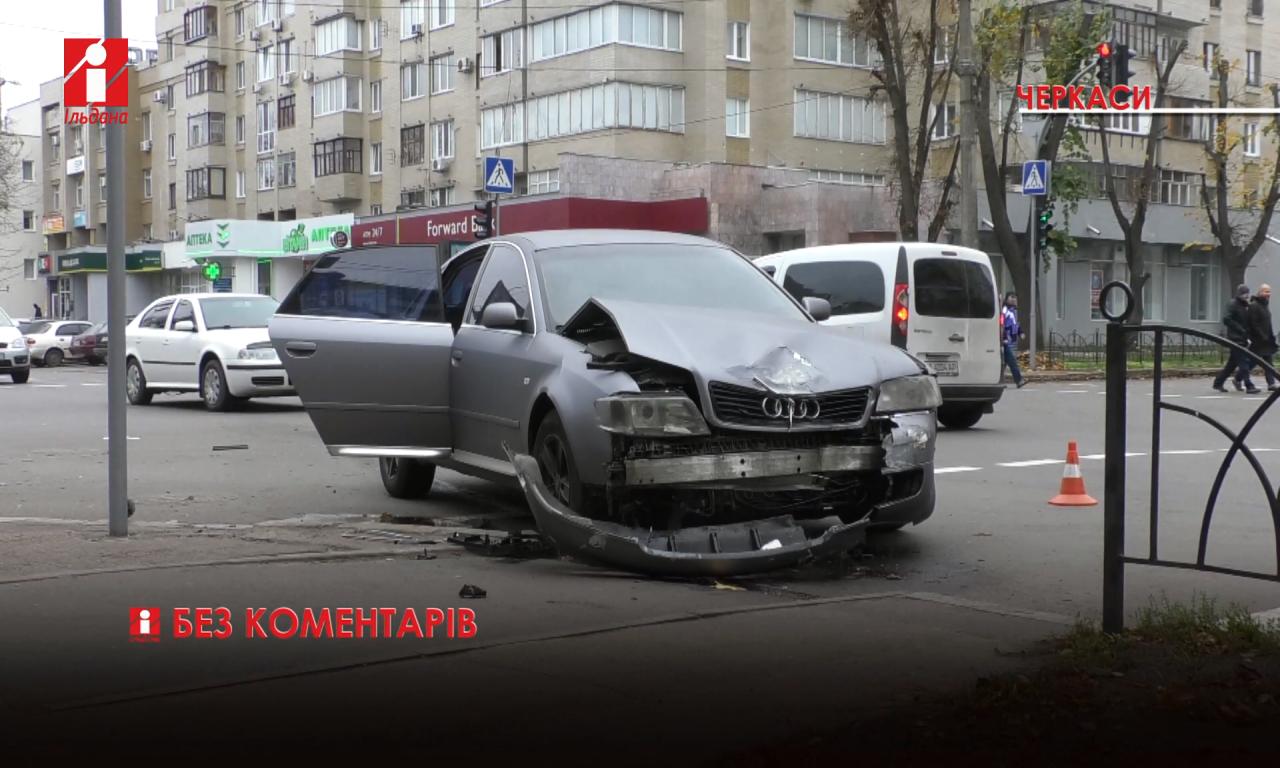 Внаслідок ДТП на Золотоніщині водія затисло у кабіні: його діставали рятувальники (ВІДЕО)