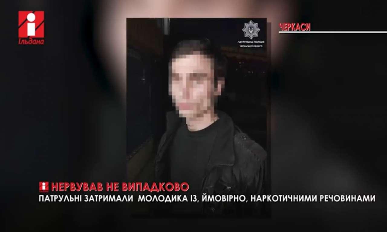 Підозрюваного у смертельній аварії в Черкасах доставили в суд на інвалідному візку (ВІДЕО)