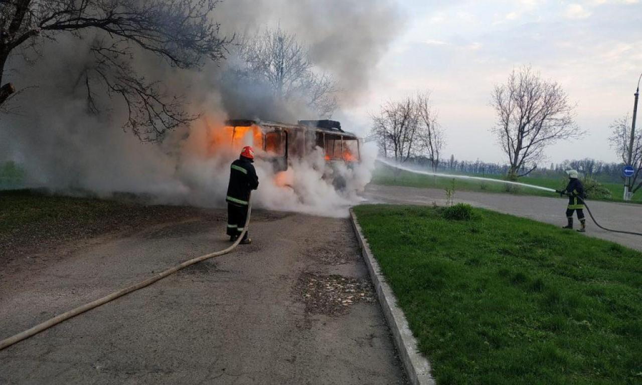Під Золотоношею під час руху загорівся автобус (ВІДЕО)