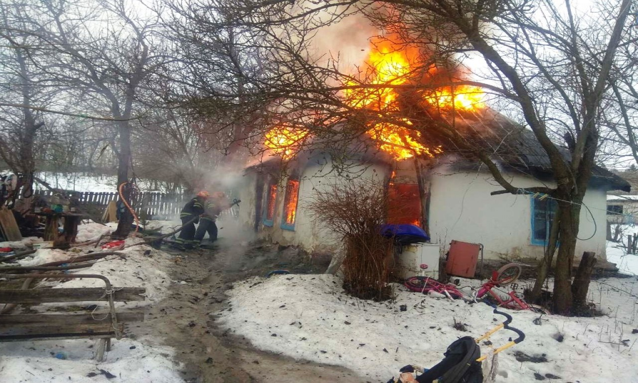 У жахливій пожежі на Канівщині дивом ніхто не постраждав