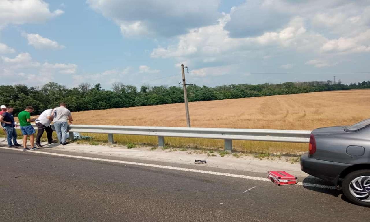 На трасі поблизу Золотоноші насмерть збили велосипедиста (ФОТО)-667