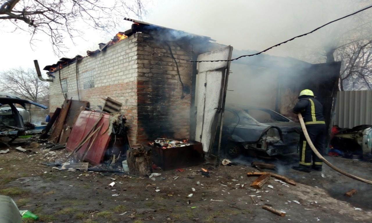 Батько з сином ледь не згоріли в авто на Христинівщині (ВІДЕО)
