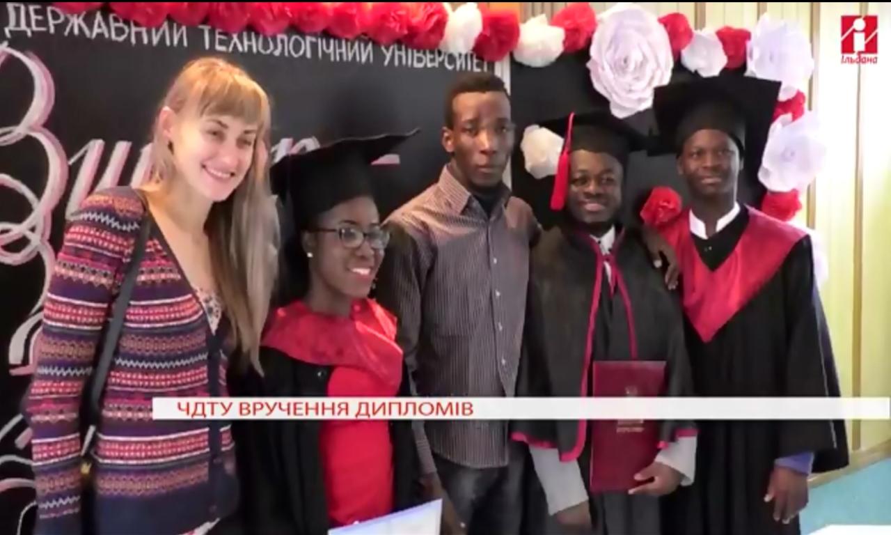 Випускникам ЧДТУ вручили дипломи (ВІДЕО)