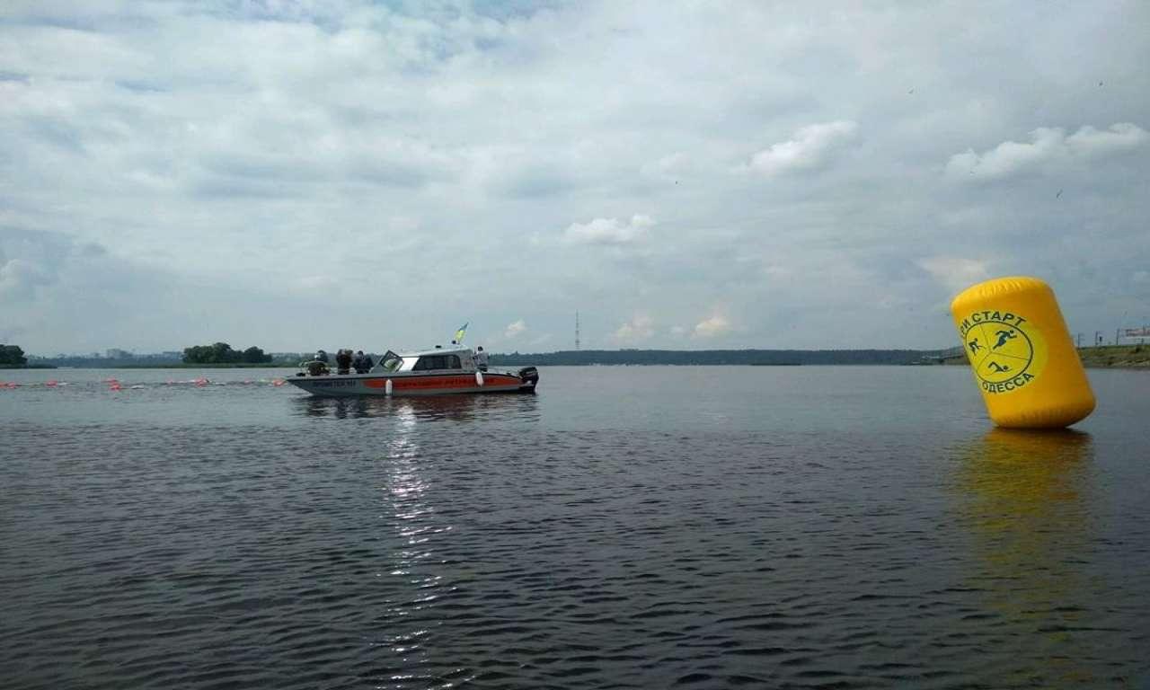 У Черкасах під час марафонського запливу через Дніпро двом плавцям рятувальники надали допомогу