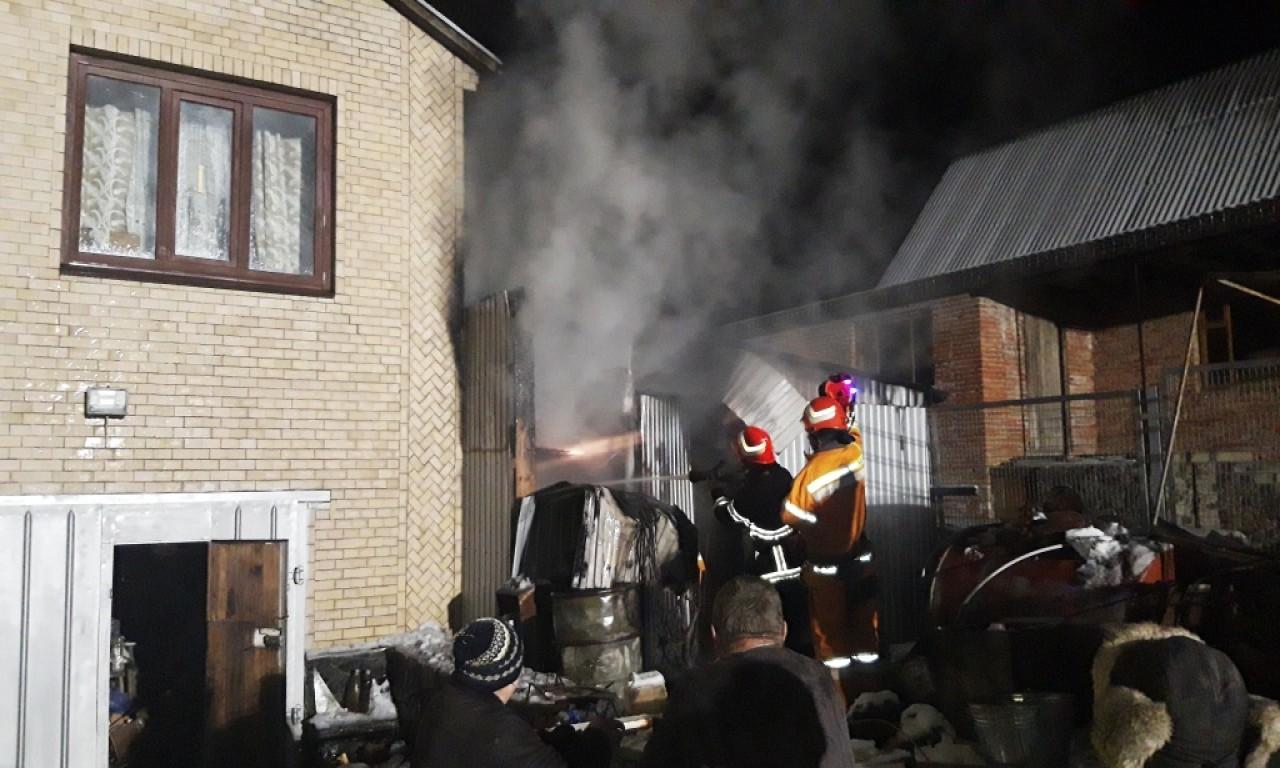 Пожежа у Жашкові: будинок вдалося врятувати (ВІДЕО)