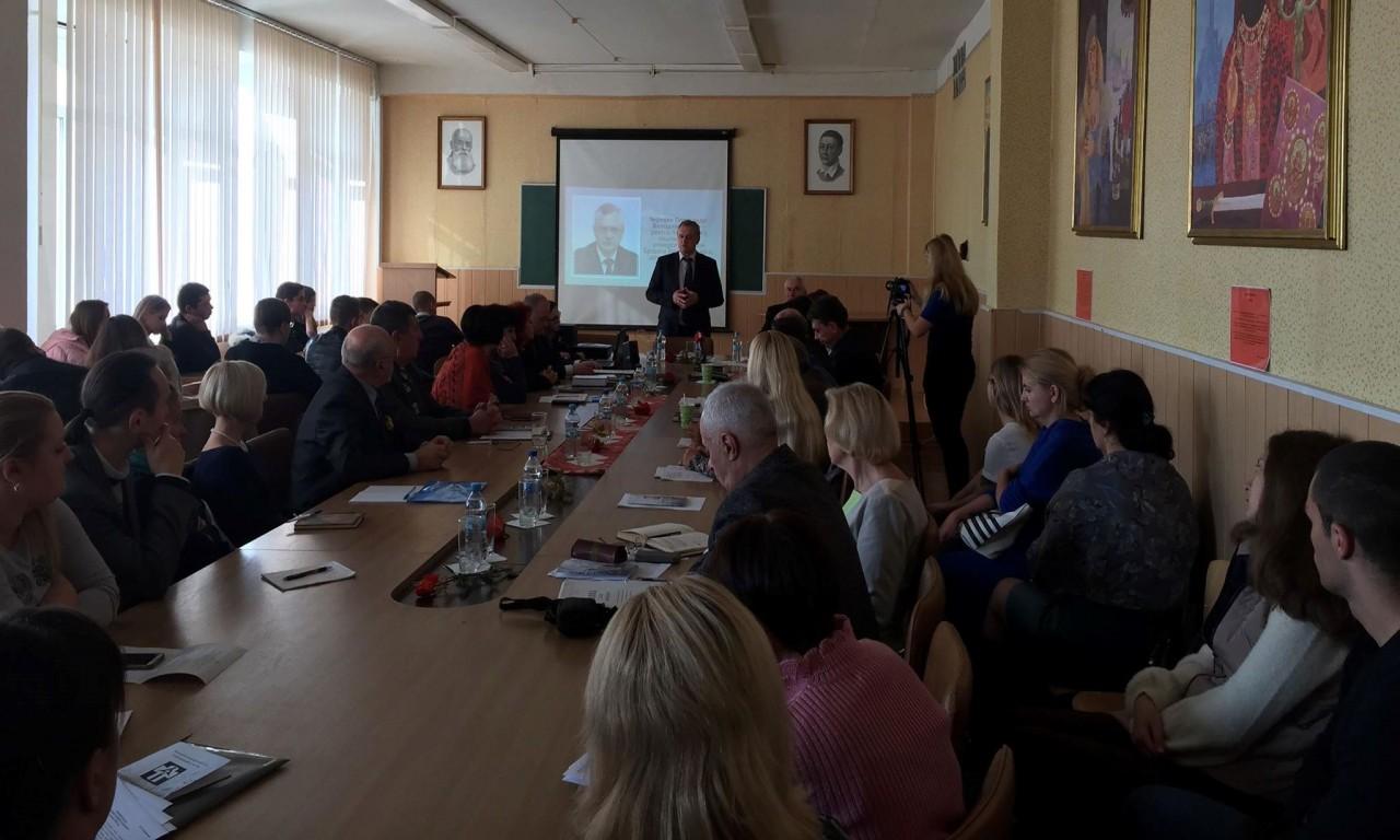 """У ЧНУ відбувся міжнародний круглий стіл """"Голодомор 1932-33 років в Україні"""""""