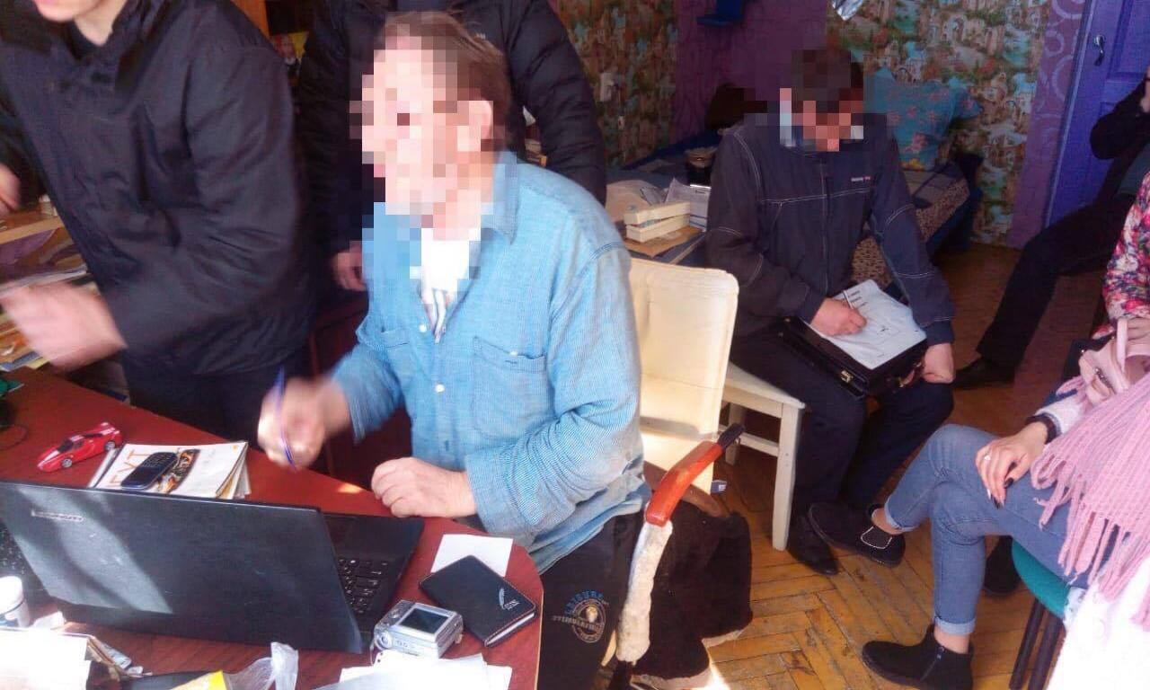 Жителя Черкас впіймали на виготовленні та розповсюдженні антиукраїнських матеріалів