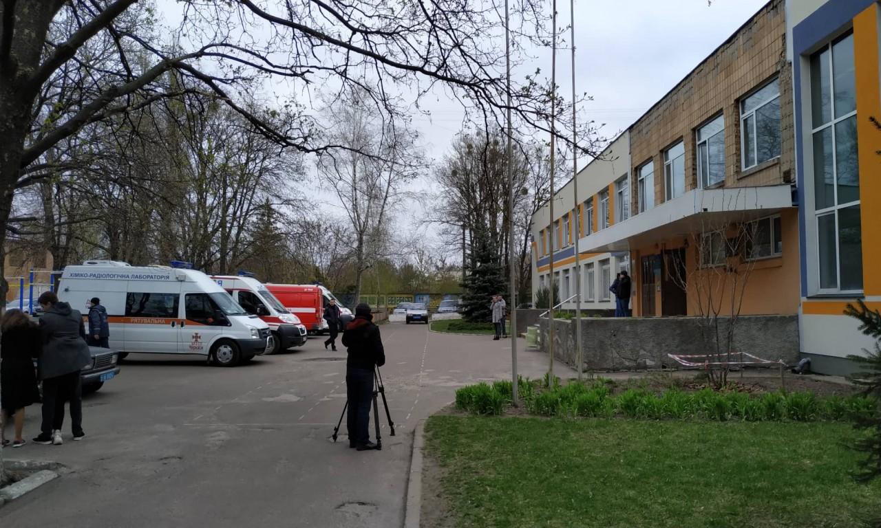 У Першій гімназії розпилили невідому речовину: постраждали понад 4 десятки дітей-302