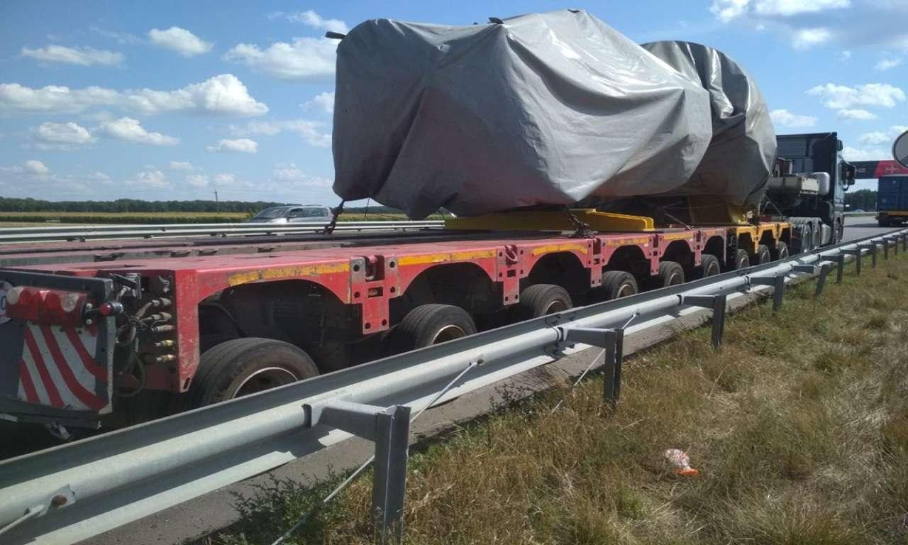 Вантажний автопоїзд з рекордною вагою затримано на Уманщині