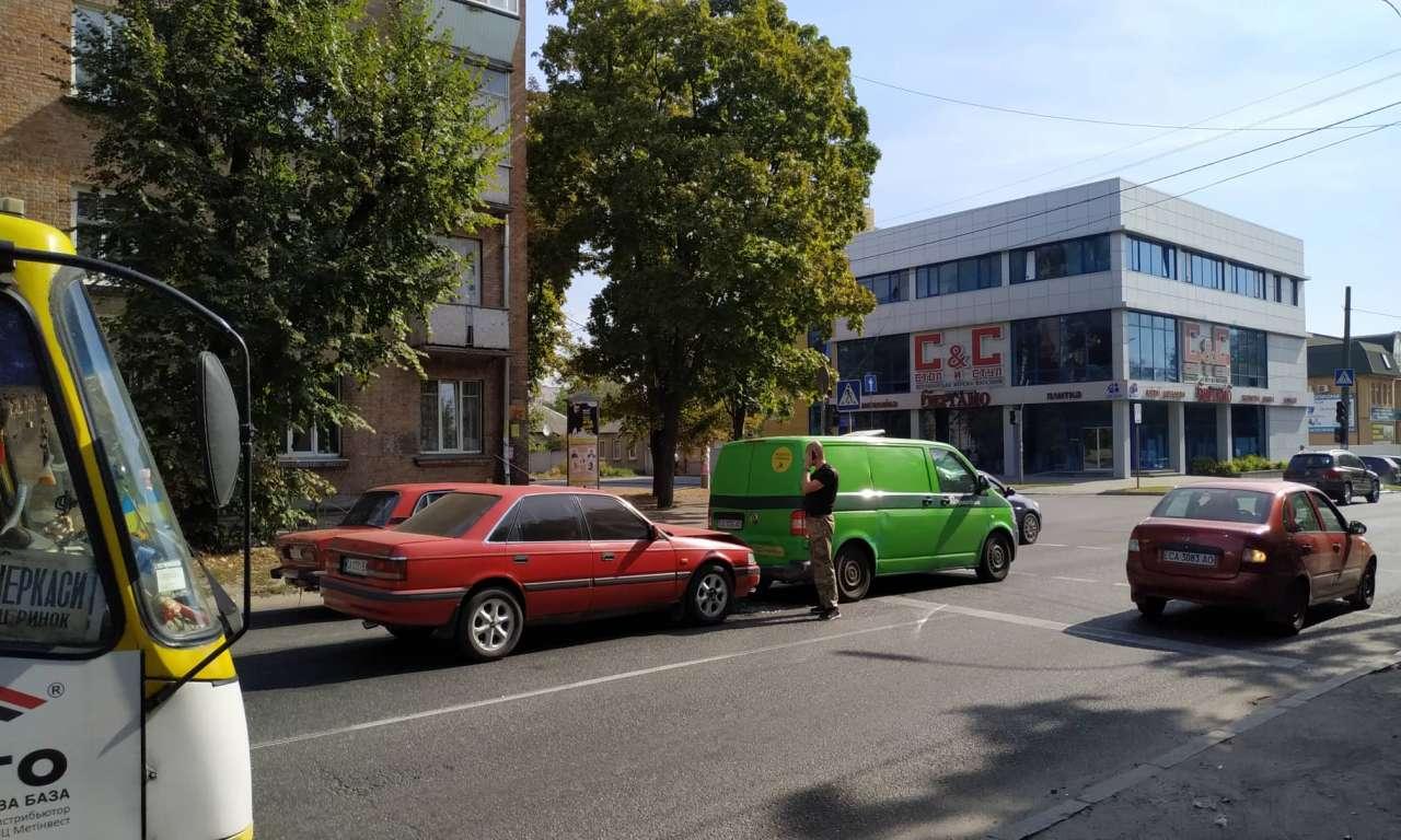 Дві ДТП на одній вулиці: рух ускладнено (ФОТО)-443