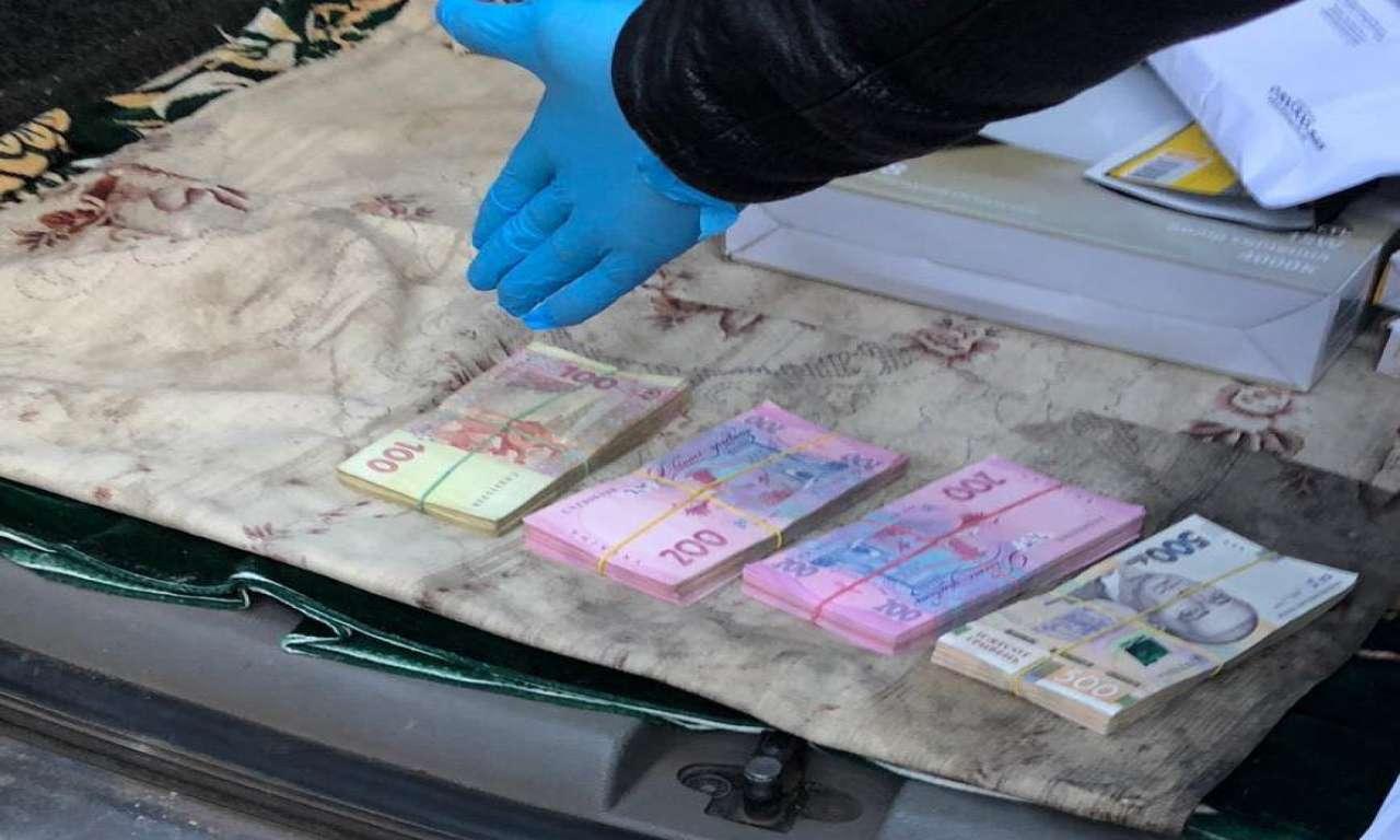 На Черкащиніподатківець вимагав гроші у підприємця-аграрія