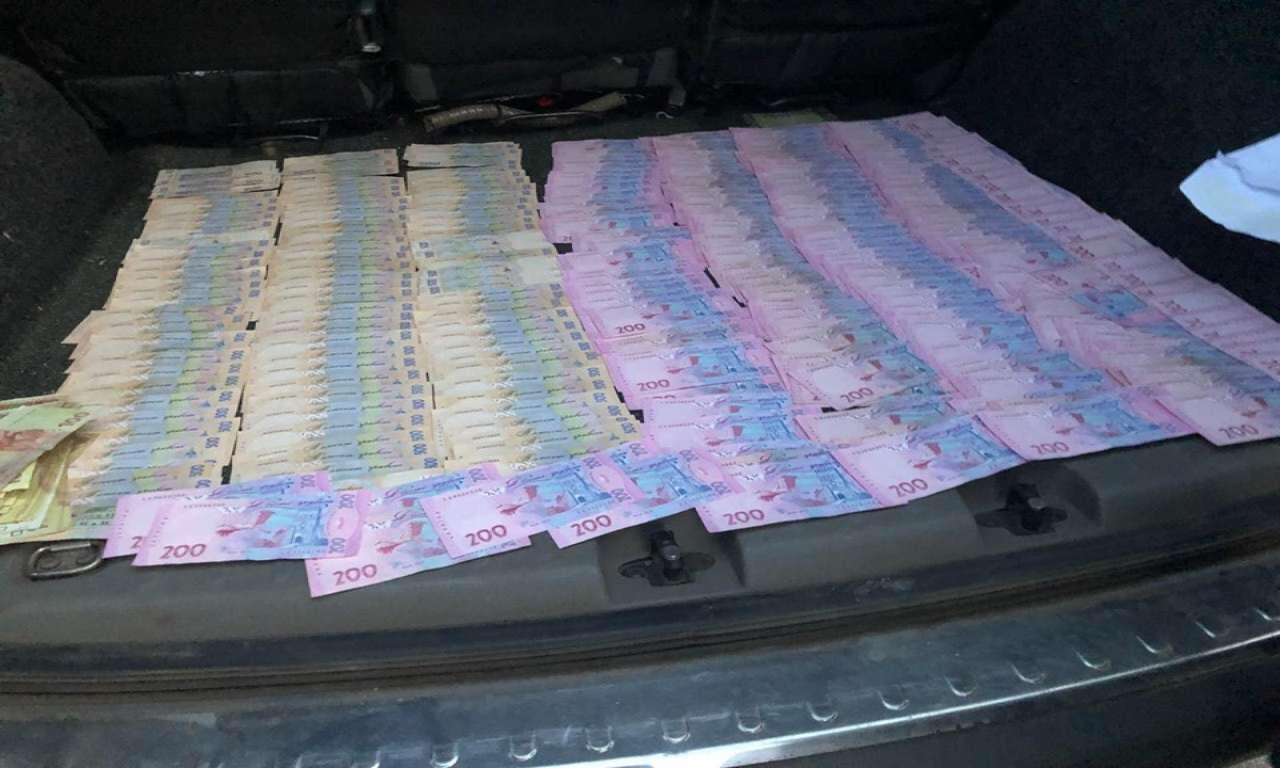 На Черкащиніподатківець вимагав гроші у підприємця-аграрія-482