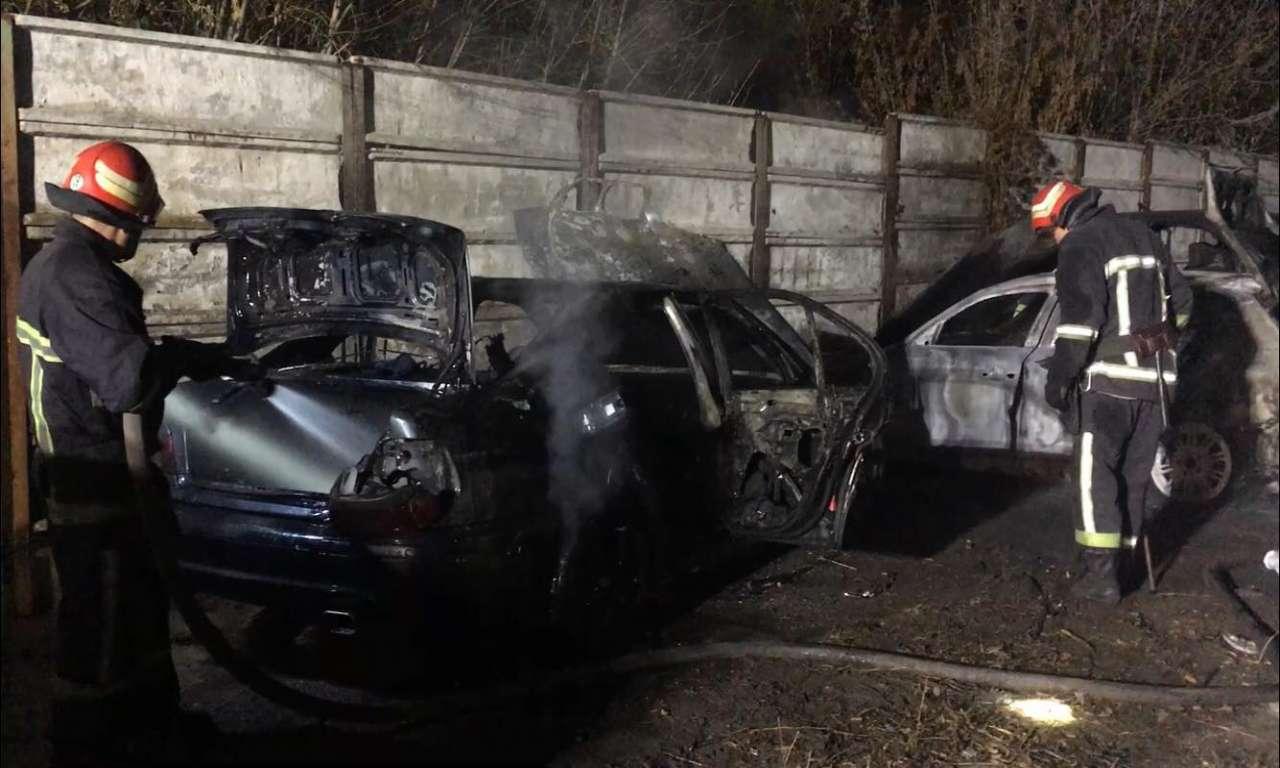 Три автівки згоріли у Смілі (ВІДЕО)