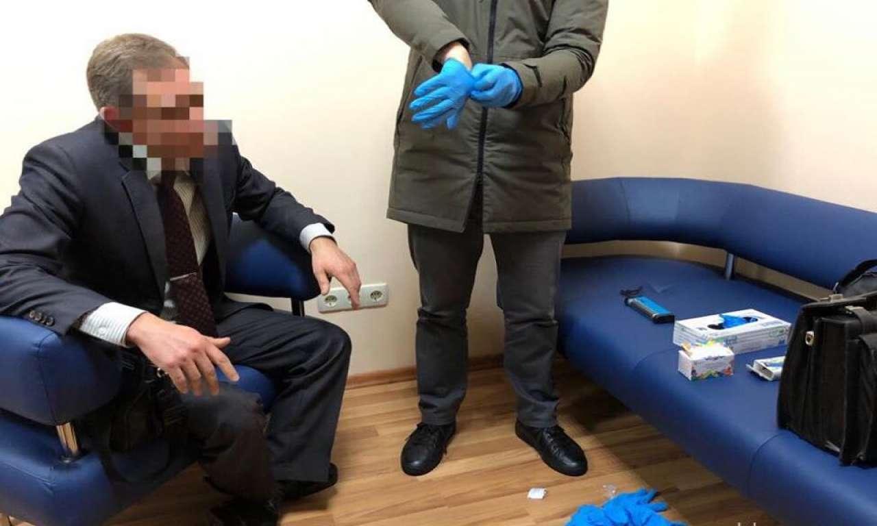 Керівник одного з комунальних медзакладів Черкас вимагав 80 тисяч гривен від підприємця