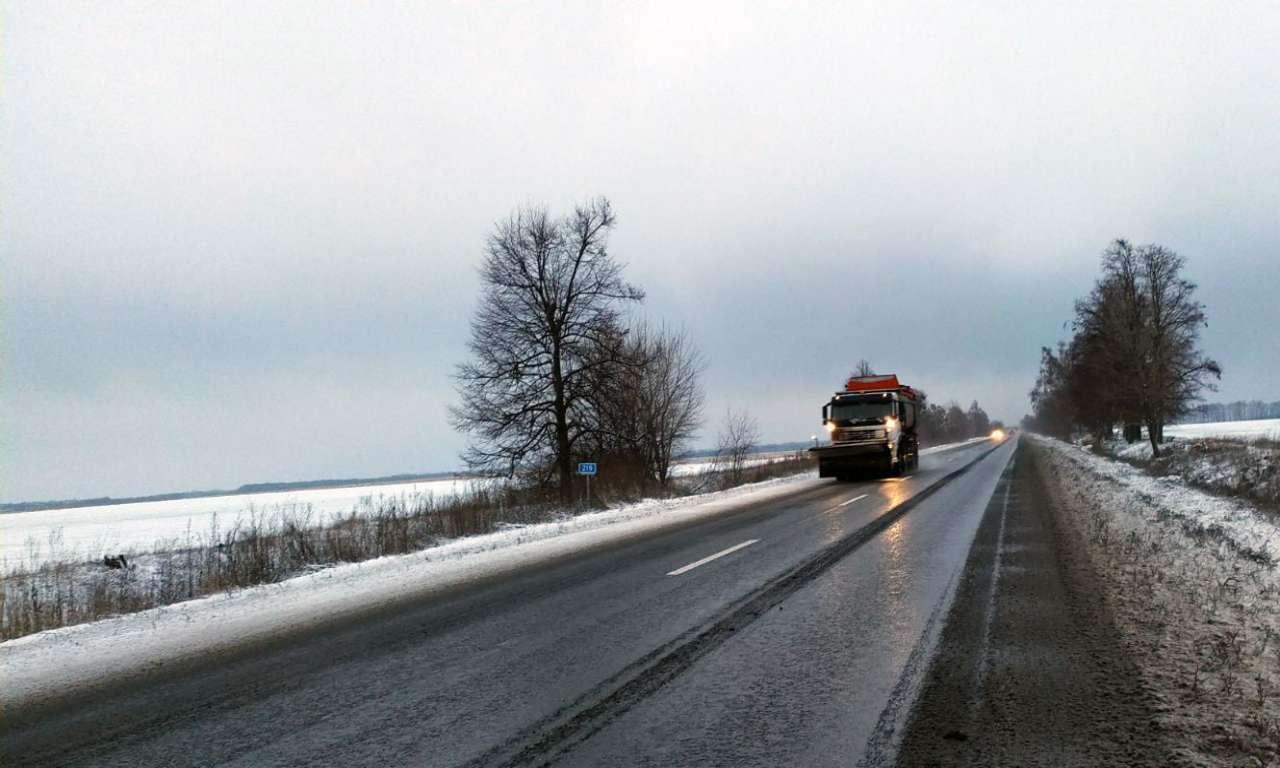 Дороги Черкащини впродовж ночі чистили 50 одиниць техніки