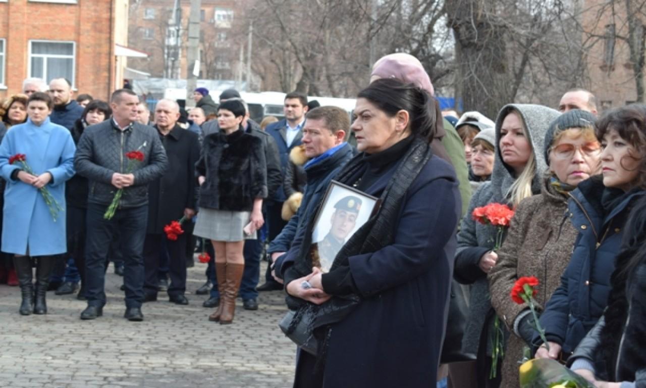 Загиблих доровольців вшанували покладанням квітів-253