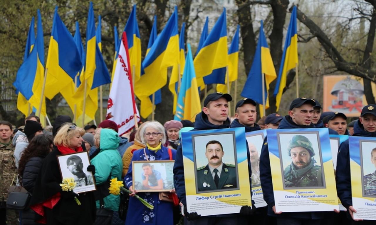 Черкаси вшанували своїх героїв - учасників сучасної війни-296