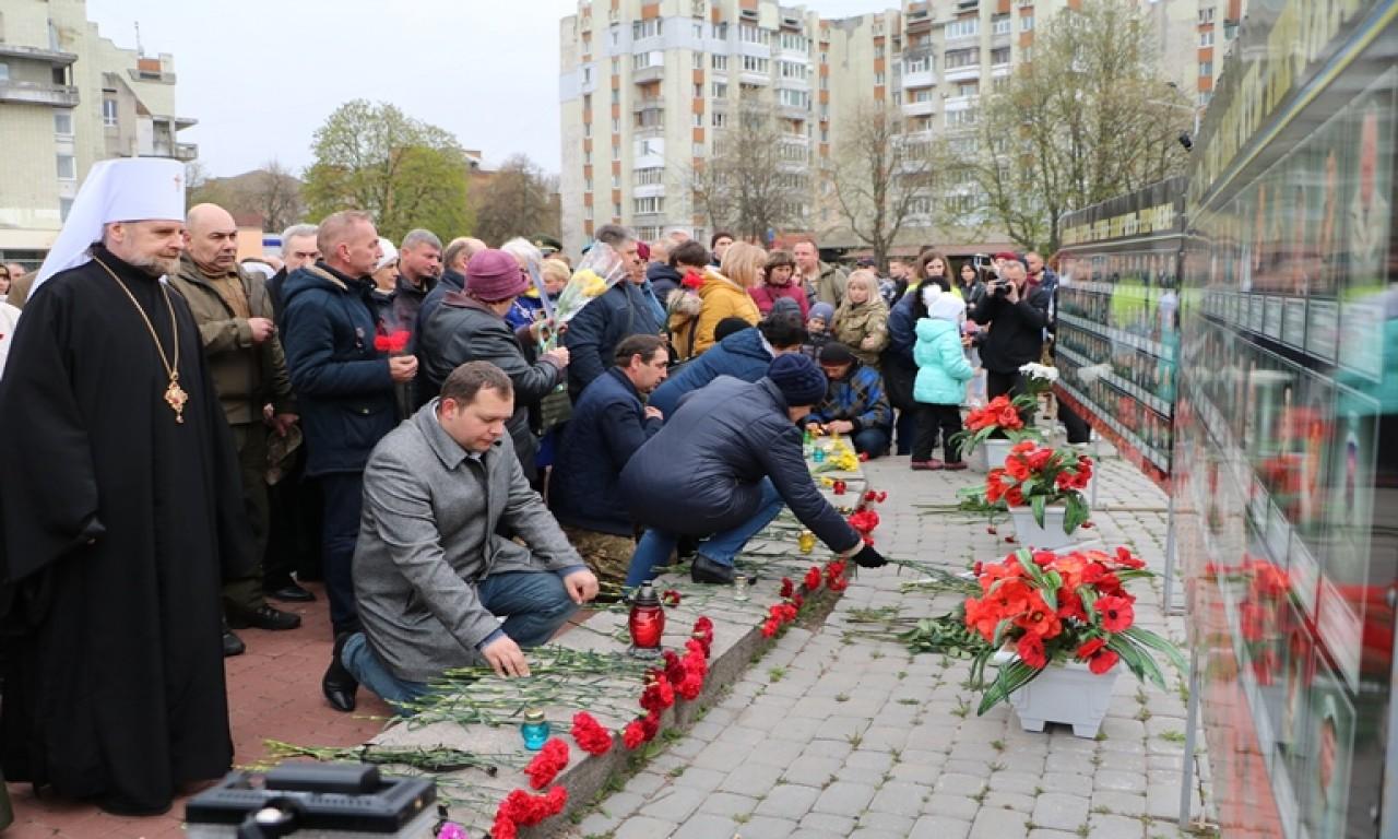 Черкаси вшанували своїх героїв - учасників сучасної війни-298